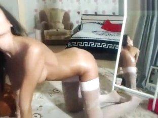 Milledyum: naked babe posing for the webcam