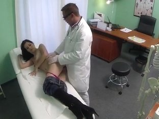 Pretty black haired patient pussy banged with fraud doctor