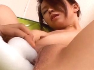 Risa Aihara sticks sex toys in her snatch