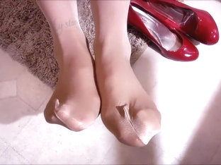 Spandex Angel - Baby doll & shiny nylons