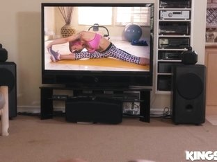 Anna Bell Peaks In Best Home Workout