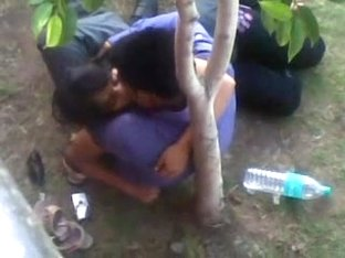 Kissing GF in delhi park