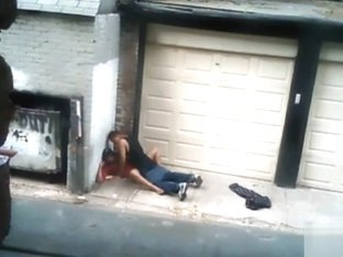Nasty hooker pleasures her client in an alley