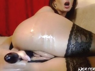 Alinn1 dressed in elegant black lingerie and masturbating