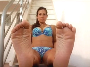 I tease with my sexy feet in the solo amateur porn