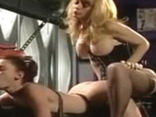 Nina Hartley in three-some perverz lesbo