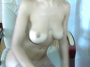 Emmma with naked boobs in free chat