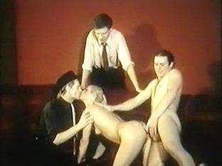 Classic French : Strip tease lubrique