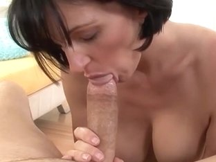 Lewd housewife acquires cum on her face