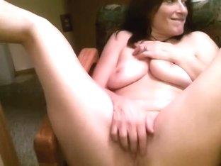 Amateur big tits vid shows me touching myself