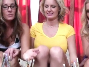 Two blonds and one brunette in a cordial lesbian intimation