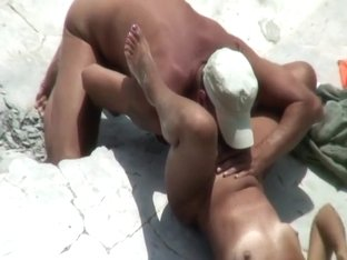 Uninterested woman gets her pussy licked
