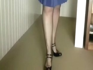 Jaw-dropping GF in high heels wants me to worship her feet