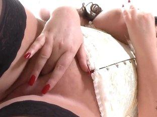 Big vibrator for chubby cum-catcher Lauren