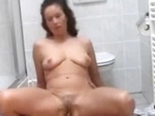 Wife Stops Cleaning To Fuck And Drink Semen Twice !