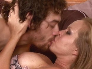 Curvaceous MILF hoe gets some oral fun