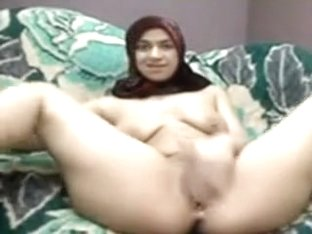 arabian cutie with hijab play her vagina on web camera