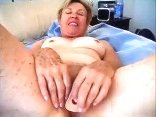 Fine granny using her vibrator