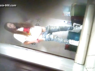 chinese girls go to toilet.17