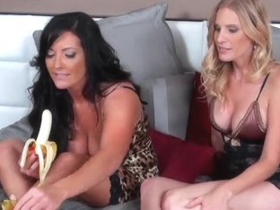 Girls talk about lesbians and how they want to fuck