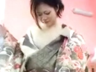 DELICIOUS JAPANESE IN KIMONO