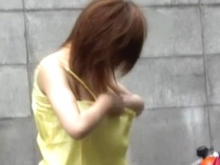 Voyeur filmed how Japanese girl gets street sharked