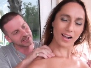 Dude seduces beautiful milf to have nice fuck
