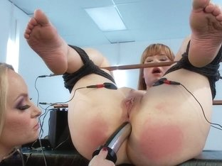 Claire Robbins Double Stuffed By Electrified Metal Cocks!