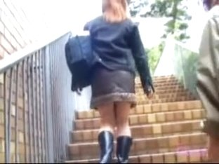 Schoolgirl got her panties shown during skirt shark attack