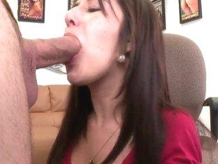 Brunette slut Missi Daniels takes on meaty cock
