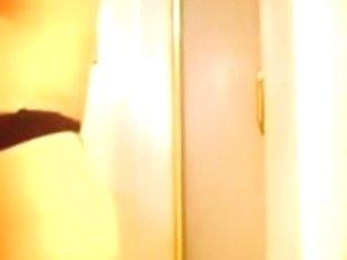 Curvy hottie Latina twerking her big butt on livecam
