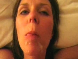 Amateur wench opens her mouth for a massive facial