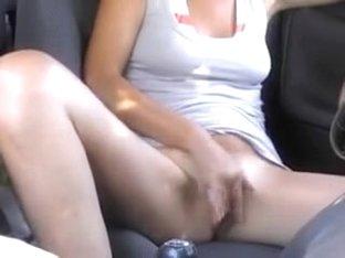 Hotty masturbating in the car