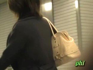 Girl got no panties sharked on the subway escalators