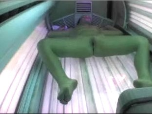 Hot chick naked in sunbed in my sexy home voyeur vid