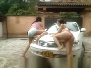Car wash in topless