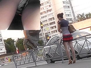 Sexy upskirt with babe who prefers pleated skirt