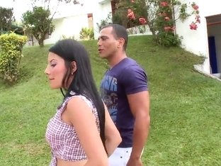 Pretty Latina hottie shows boobs outdoor