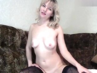 Blonde Lilu01 fucks herself on the couch