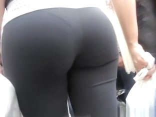 Latina MILF Great Ass in Spandex