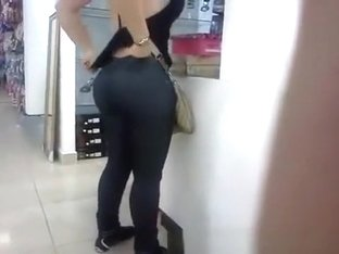 Big ass bubble butt in jeans