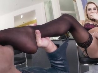 Mia Malkova gives footjob after her toes sucked