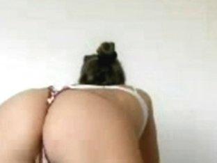 Hot webcam teen flaunts her lush ass