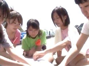 Japanese AV Models are hot teens score big at the beach