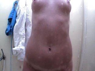 Hawt GF taking a precious shower