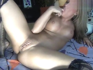 1mayra1 masturbates in front of webcam