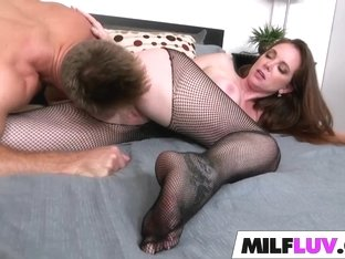 MILF Jessica Rayne Is Naughty In Net