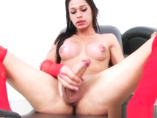 Bigtit tranny jerking off her throbbing cock