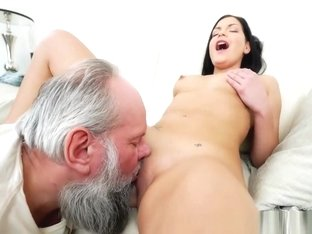 Stupid Teenage Bimbo Loves To Fuck With An Old Guy Wildly