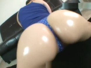 Twerk that big wonderful ass!